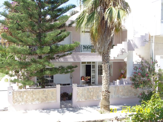 SPACIOUS APARTMENT 136m2 ,CENTRAL,3 BEACHES NEARBY