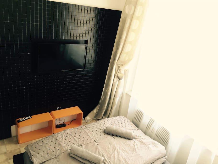 postel a tv
