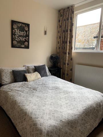 Chic Double Guest Bedroom on Poole Quay Front