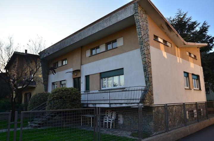 CASA DI LEO 2 villa con due appartamenti