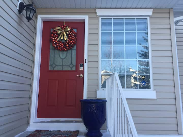 Best Stay In ValleyRidge, Calgary. Close to Banff