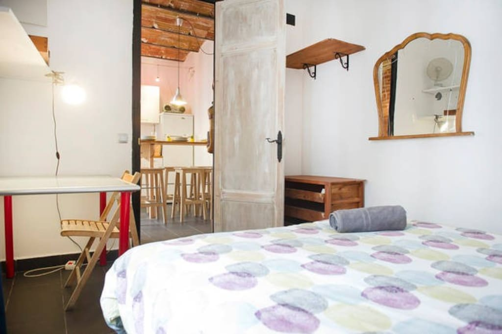 Double Room With Balcony In The City Center Raval Apartments For Rent In Barcelona Catalunya