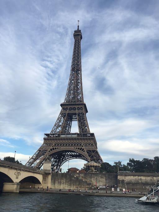 tour Eiffel, accès métro, RER, voiture (15 à 20 MN)