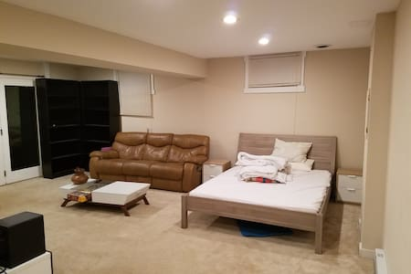 Spacious private room near public transportation - Silver Spring - Casa