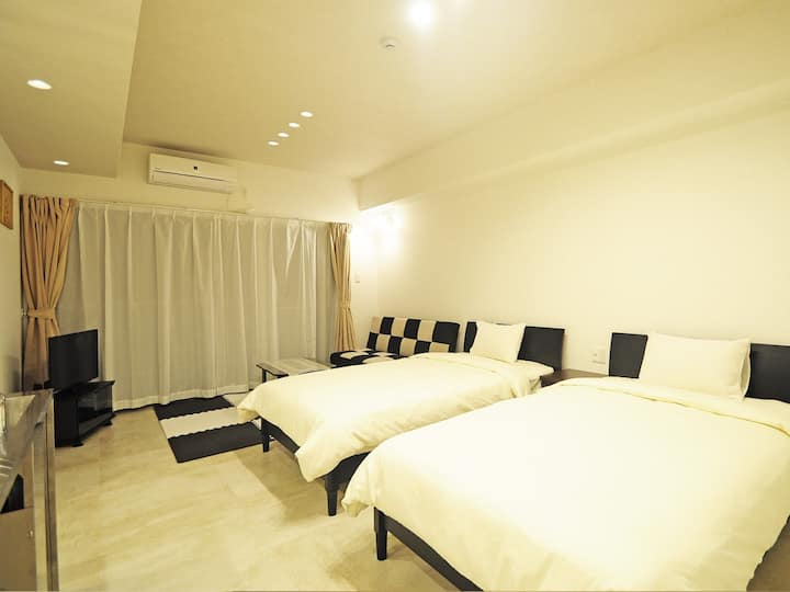10 mins from Miyako Airport! 3 mins to the beach! (3 pax) Newly built condominium