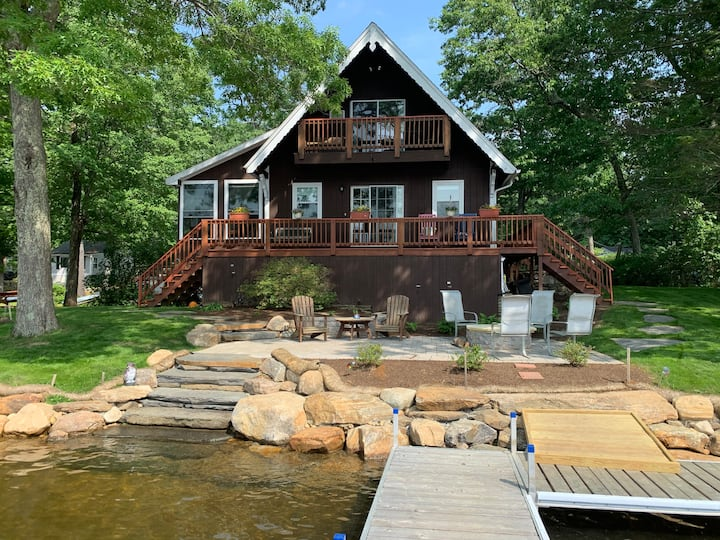 Lake Front Home Sleeps 6-8 on a private Peninsula!