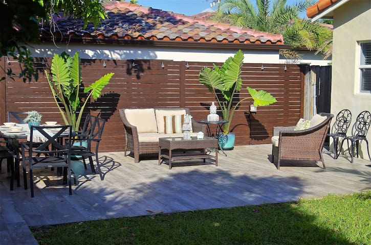 Excellent Cottage close to Brickell, patio update!