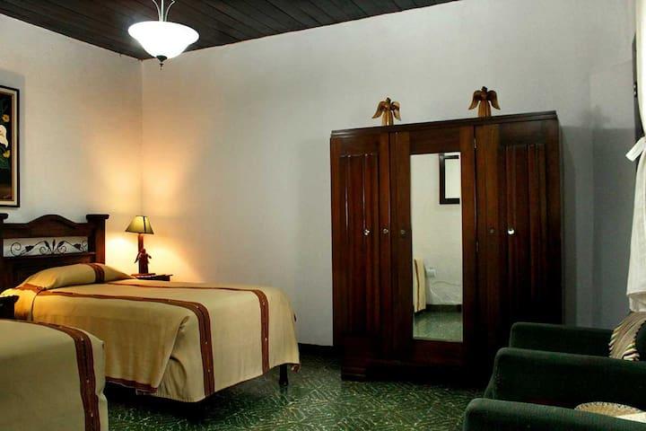 3 Single Beds En-Suite in the Heart of Antigua