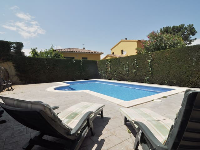 HOUSE IN COSTA BRAVA WITH PRIVATE POOL - WIFI FREE