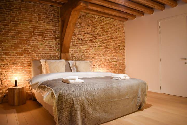 Heavenly bedrooms in unique high-end villa @center
