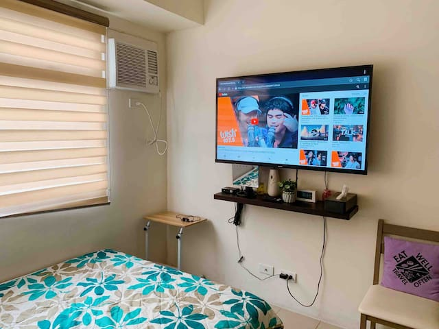 Staycation@Urban Deca Tower Edsa with 50' Smart Tv