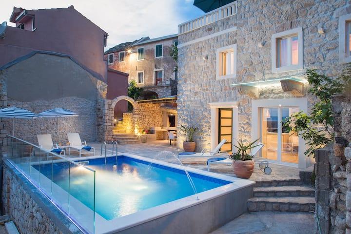 Villa Toni**** - Dalmatian stone house