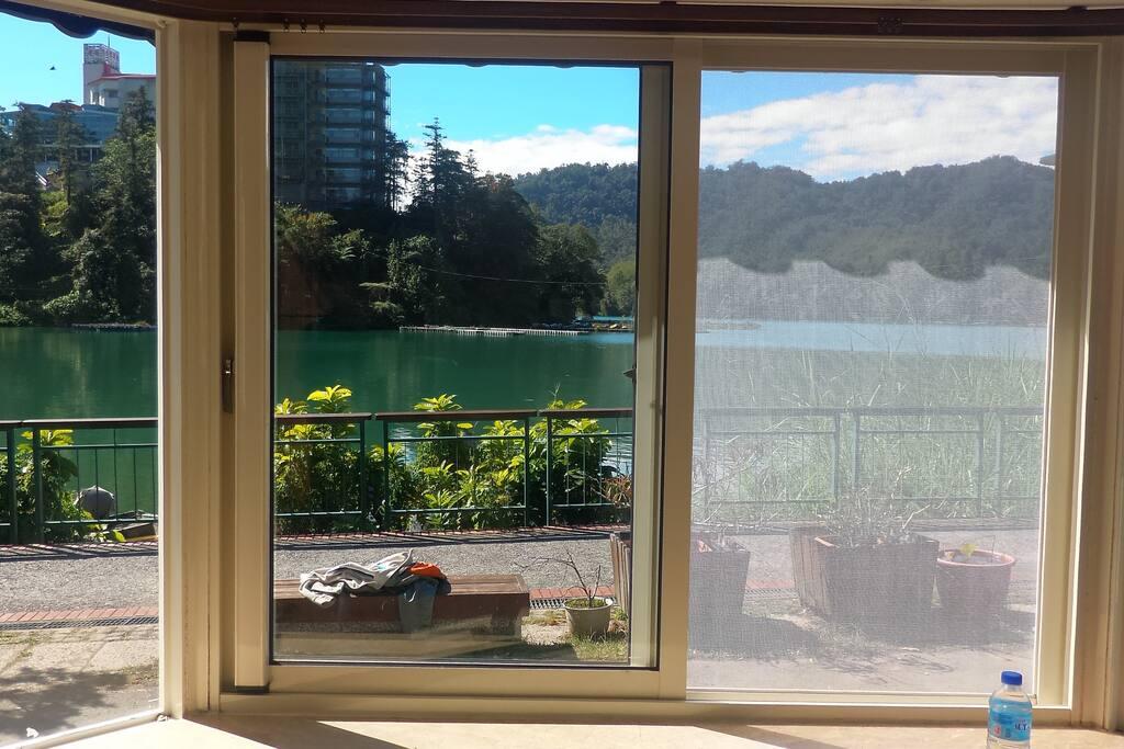 打開窗戶美麗的景象即刻映入眼簾
