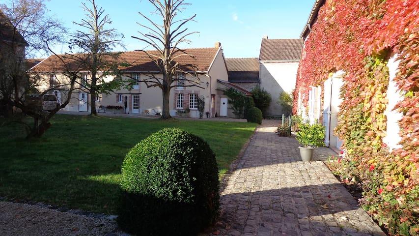 Chambre parentale calme au coeur de la Champagne - Athis - ที่พักพร้อมอาหารเช้า