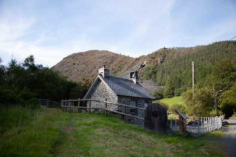 The Bell House-An amazing space near Corris.