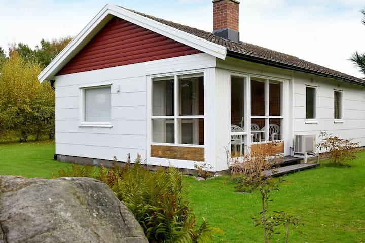 5 person holiday home in GLOMMEN