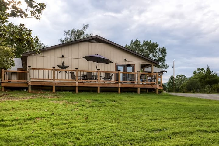 Expansive 9BR Afton House w/Wifi - Afton - House