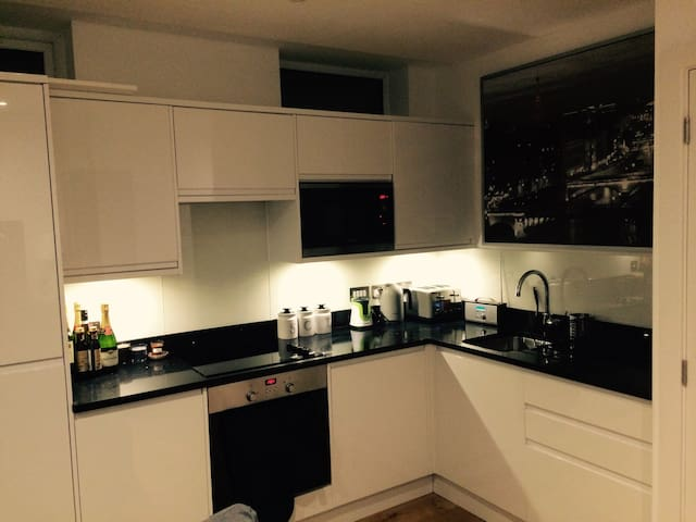 Gorgeous flat on 8th floor - Croydon - Apartmen