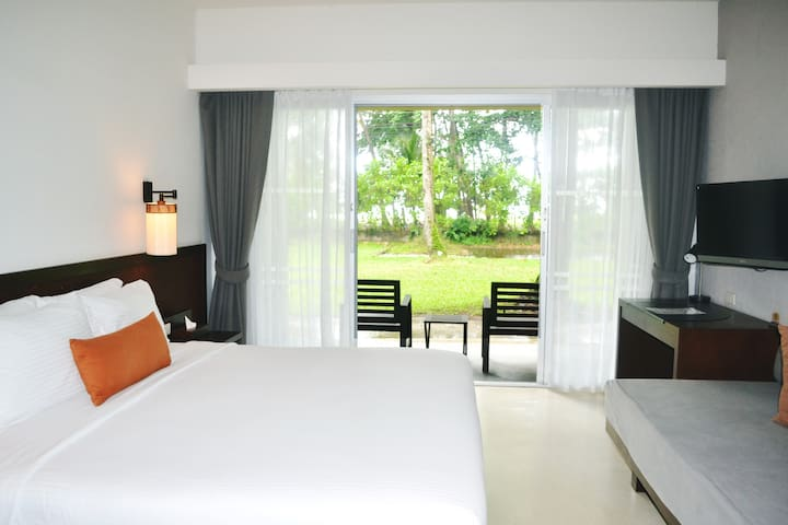 Ocean Front Room on Pakarang Beach - Khaolak