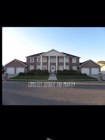 Colonial Home -  2000' private apt. - Smithfield
