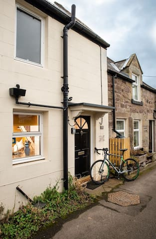 Pet friendly Tweed Cottage, ideal for couple in lovely village