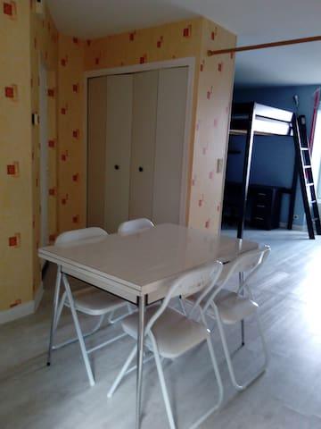 appartement au calme dans le centre ville - Fougères - Lägenhet