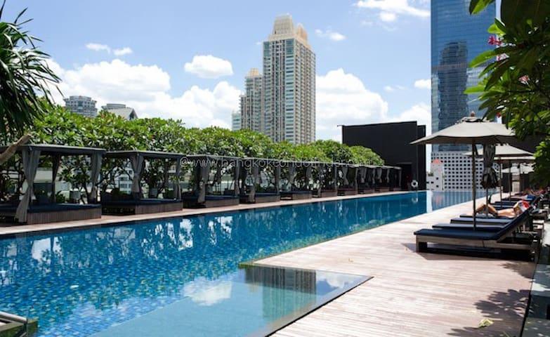 Cozy 2BR Apartment, Amazing Pool, Sathorn Bangkok - Bangkok - Byt