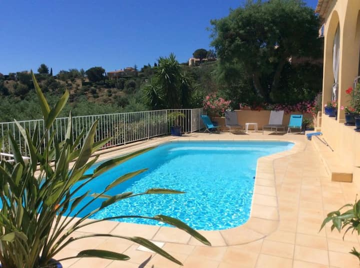 Villa de 3 chambres à Bormes-les-Mimosas, avec piscine privée et jardin clos - à 4 km de la plage
