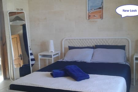"Private room ""Little Lighthouse"" Bath&Pool in Qala"