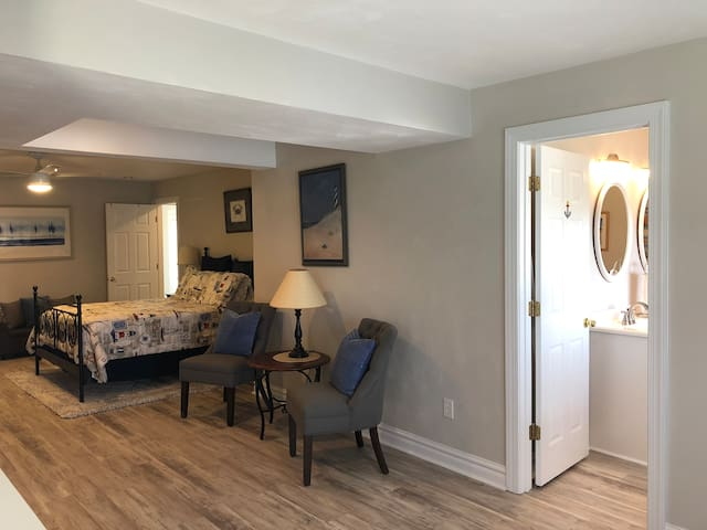 1st floor Master.  Bedroom 1 with en suite.  Also has a full size Murphy bed and a nook area with microwave, mini fridge and Keurig.
