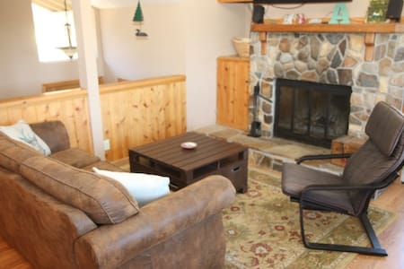 Private Downstairs - 2 bedrooms, 1 bath, sleeps 4! - Truckee