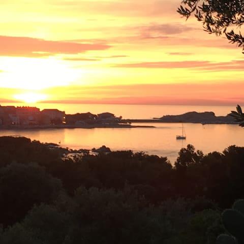 Maison avec magnifique vue sur l'île Rousse - Monticello - Dom