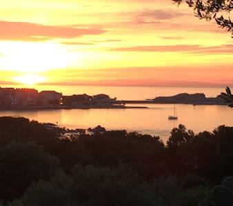 Maison avec magnifique vue sur l'île Rousse - Monticello