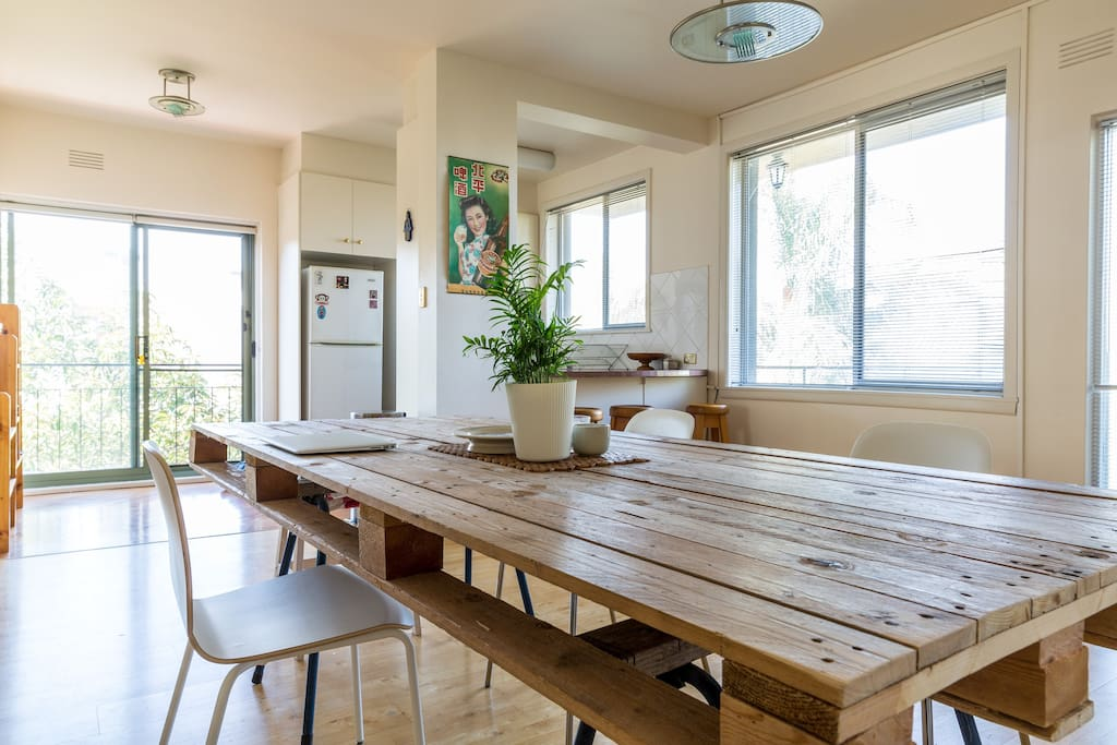 Spacious dining table/work space