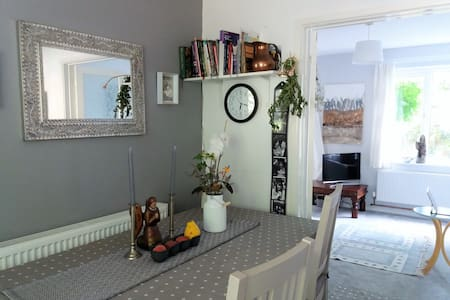 Cosy 2 bedroom house in Bath