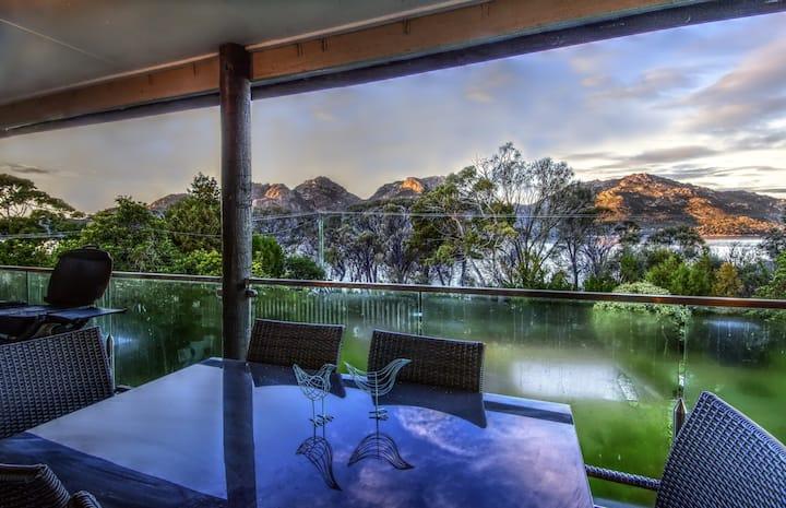 Cove Beach Apartment 2 ~ Ocean & Mountian view