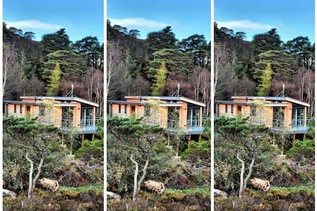 Luxury cedar cabin overlooking Ben&Loch Shieldaig