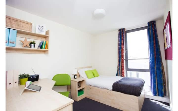Modern Student-Only Ensuite Rooms Manchester