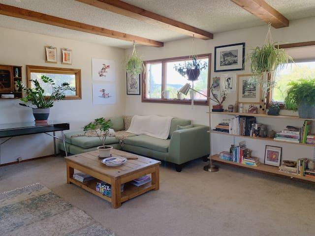 Downtown Treehouse - Entire, Private Loft Studio!