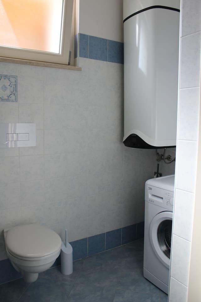 Bagno con angolo lavatrice
