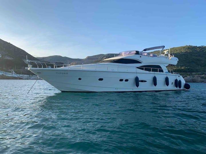 Enjoy a stay on motor yacht 63