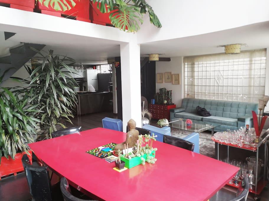 Primer piso - Comedor, salón, cocina  y baño