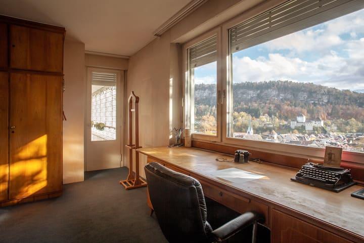 Doppelzimmer mit Balkon und Blick auf Feldkirch