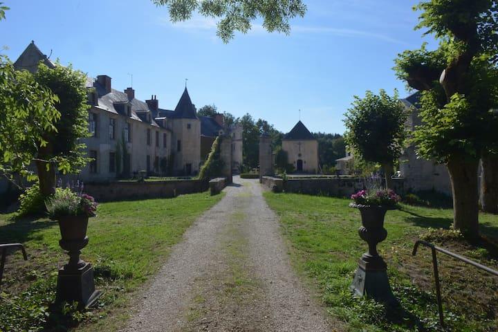 Château historique et familial - Autricourt - Şato