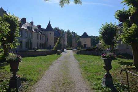 Château historique et familial - Autricourt