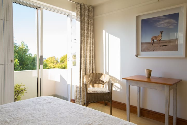 Sunny, friendly apartment in trendy Vredehoek - Kapstadt