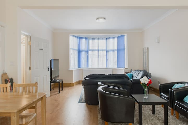 (Room 22) Nice Double Bed in Single Room in London - Ilford - Rumah