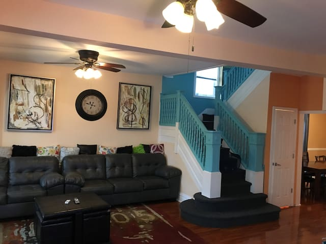 GREAT HOUSE, 2 BLOCKS FROM TROPICANA AND THE OCEAN