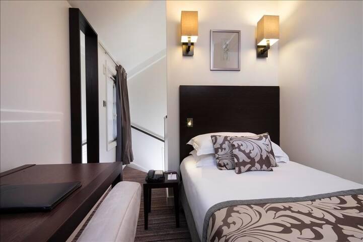 Chambre en duplex pr 1 personne au coeur de Paris