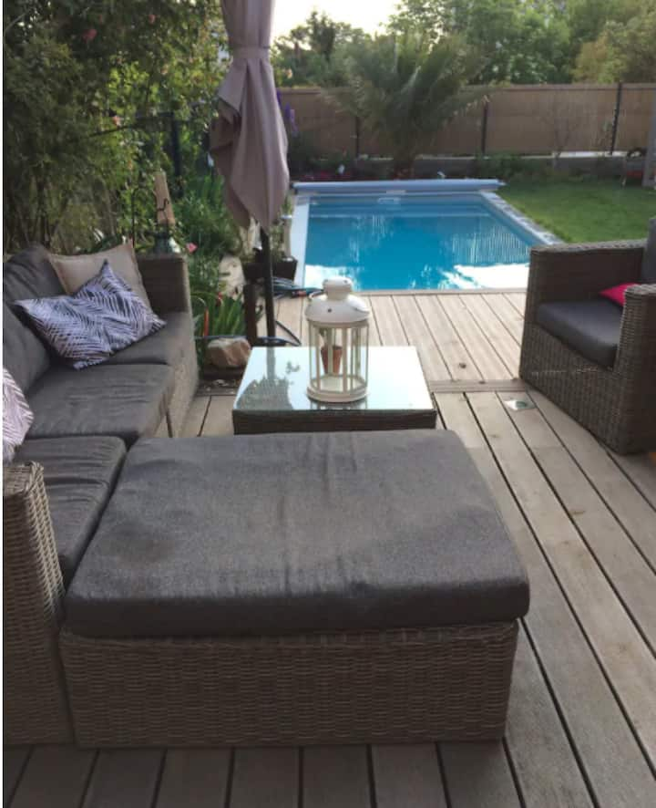 Holiday house with a pool in Toulouse
